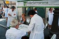 Roma 26 Luglio 2012.Sciopero dei farmacisti  di Federfarma per protestare contro i tagli previsti dal decreto del governo sulla spending review. I farmacisti misurano  la pressione ai cittadini
