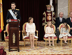 19.06.2014, Congreso de los Diputados, Madrid, ESP, Inthronisierung, König Felipe VI, im spanischen Abgeordnetenhaus, im Bild King Felipe VI of Spain and Queen Letizia of Spain at Congreso de los Diputados with their children Princess Leonor and enfant Sofía // during the Enthronement ceremonies of King Felipe VI at the Congreso de los Diputados in Madrid, Spain on 2014/06/19. EXPA Pictures © 2014, PhotoCredit: EXPA/ Alterphotos/ EFE/Pool<br /> <br /> *****ATTENTION - OUT of ESP, SUI*****