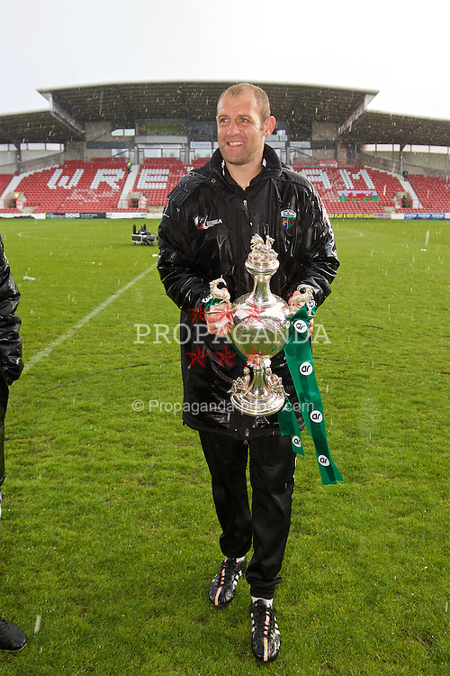 WREXHAM, WALES - Monday, May 2, 2016: The New Saints' Steve Evans celebrates with the trophy after the 2-0 victory over Airbus UK Broughton during the 129th Welsh Cup Final at the Racecourse Ground. (Pic by David Rawcliffe/Propaganda)
