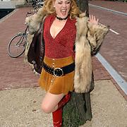 NLD/Huizen/20060519 - Perspresentatie musical Wat Zien Ik, cast, Ellen Pieters verkleed als hoer