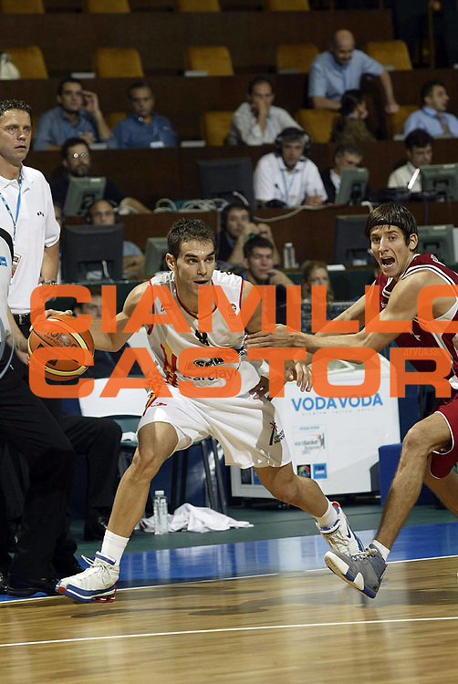 DESCRIZIONE : Novi Sad Eurobasket Men 2005 Spagna<br /> GIOCATORE : Calderon<br /> SQUADRA : Spain Spagna<br /> EVENTO : Eurobasket Men 2005 Campionati Europei Uomini 2005<br /> GARA : Spagna Lettonia Spain Latvia<br /> DATA : 17/09/2005<br /> CATEGORIA :<br /> SPORT : Pallacanestro<br /> AUTORE : Ciamillo&amp;Castoria/Fiba Europe Pool