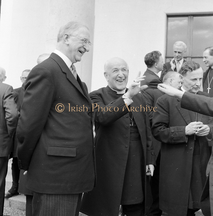 President Eamon De Valera receives the Archbishop of Canterbury, Geoffrey Fisher, at Áras an Uachtarain..27.04.1961