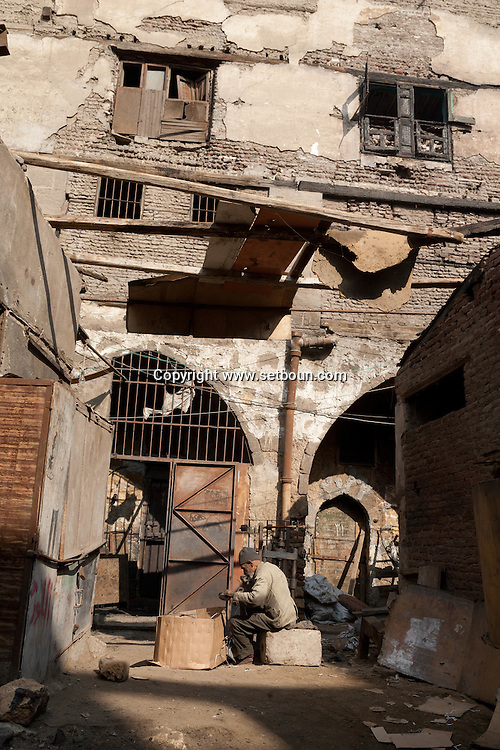 Egypt. Cairo -wakala of DHU AL FIKAR ODA BASHI destroyed by a fire in Gamalya area. . people are still living and working insideIslamic cairo  -  Uda BASHI NM19 +