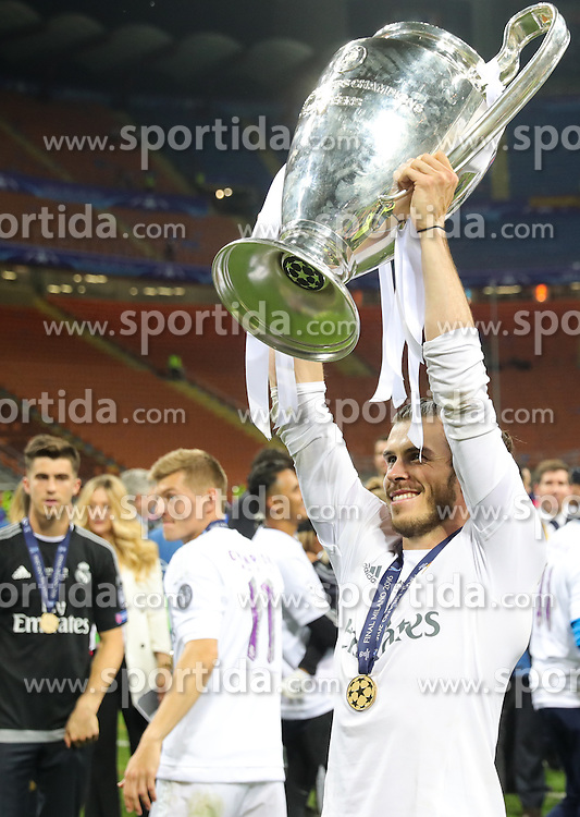 Gareth Bale of Real Madrid celebrates with a trophy after winning during football match between Real Madrid (ESP) and Atlético de Madrid (ESP) in Final of UEFA Champions League 2016, on May 28, 2016 in San Siro Stadium, Milan, Italy. Photo by Vid Ponikvar / Sportida
