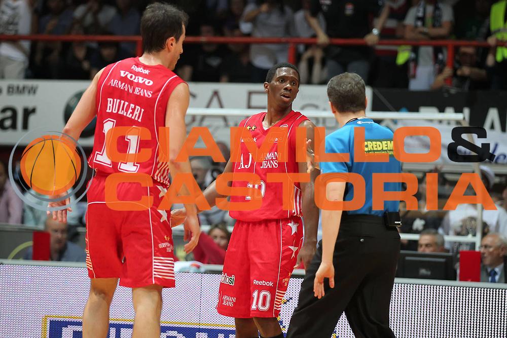 DESCRIZIONE : Caserta Lega A 2009-10 Playoff Semifinale Gara 2 Pepsi Caserta Armani Jeans Milano<br /> GIOCATORE : Alessandro Martolini Morris Finley<br /> SQUADRA : AIAP Armani Jeans Milano<br /> EVENTO : Campionato Lega A 2009-2010 <br /> GARA : Pepsi Caserta Armani Jeans Milano<br /> DATA : 04/06/2010<br /> CATEGORIA : arbitro referees<br /> SPORT : Pallacanestro <br /> AUTORE : Agenzia Ciamillo-Castoria/ElioCastoria<br /> Galleria : Lega Basket A 2009-2010 <br /> Fotonotizia : Caserta Lega A 2009-10 Playoff Semifinale Gara 2 Pepsi Caserta Armani Jeans Milano<br /> Predefinita :