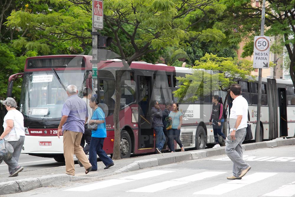 SAO PAULO, SP - 05.11.2014 - PARALISA&Ccedil;&Atilde;O DE ONIBUS - O Terminal Jo&atilde;o Dias, na Zona Sul de S&atilde;o Paulo teve seus acessos bloqueados nesta quarta-feira (5). O sindicato das empresas de &ocirc;nibus, SPUrbanuss organizam uma paralisa&ccedil;&atilde;o das linhas da capital paulista em reinvidica&ccedil;&atilde;o da falta de seguran&ccedil;a dos seus profissionais.<br /> <br /> <br /> (Foto: Fabricio Bomjardim / Brazil Photo Press)