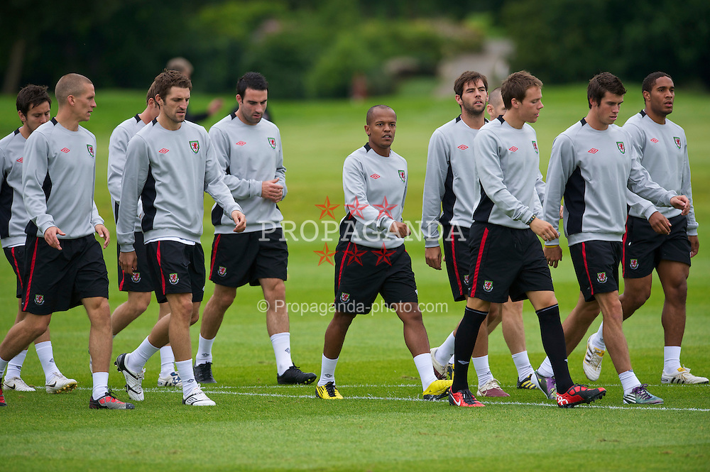CARDIFF, WALES - Monday, August 9, 2010: Wales' players during a training session at the Vale of Glamorgan ahead of the international friendly match against Luxembourg. L-R: Steve Morison, Sam Ricketts, Craig Morgan, Robert Earnshaw, Joe Ledley, Chris Gunter, Gareth Bale, Ashley Williams. (Pic by David Rawcliffe/Propaganda)