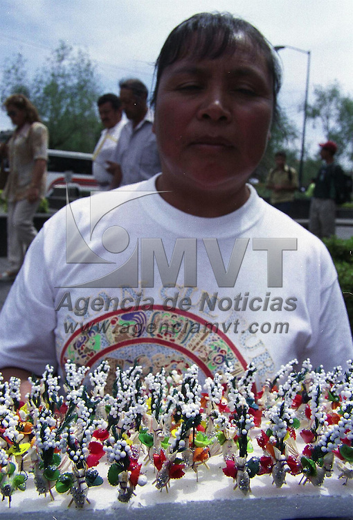 Toluca, Mex.- Como ya es tradicion, en las calles se venden &quot;las mulitas&quot; para celebrar el dia del Corpus Cristi que se anuncia el dia de hoy. Agencia MVT / Hernan Vazquez E. (FILM)<br /> <br /> NO ARCHIVAR - NO ARCHIVE