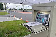 Nederland, Ubbergen, 30-9-2012Voor een verkeersonderzoek, ijking, heeft de verkeerspolitie toegang tot de regelkast van de verkeerslichten. hierin bevindt zich een monitor en computer die de intervallen regelt.Foto: Flip Franssen/Hollandse Hoogte