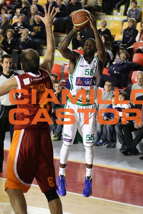 DESCRIZIONE : Roma Lega A 2011-12 Acea Virtus Roma Sidigas Avellino<br /> GIOCATORE : Taquan Dean<br /> CATEGORIA : tiro<br /> SQUADRA : Sidigas Avellino<br /> EVENTO : Campionato Lega A 2011-2012<br /> GARA : Acea Virtus Roma Sidigas Avellino<br /> DATA : 18/12/2011<br /> SPORT : Pallacanestro<br /> AUTORE : Agenzia Ciamillo-Castoria/ElioCastoria<br /> Galleria : Lega Basket A 2011-2012<br /> Fotonotizia : Roma Lega A 2011-12 Acea Virtus Roma Sidigas Avellino<br /> Predefinita :