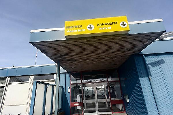 Nederland, Hengelo, 3-10-2013Het vliegveld Twente. Voormalige vliegbasis moet weer geactiveerd worden tot civiele luchthaven. Het huidige stationsgebouw is gesloten. Het nieuwe moet aan de noordkant van het vliegveld komen.Foto: Flip Franssen/Hollandse Hoogte