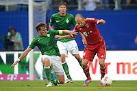 FUSSBALL   1. BUNDESLIGA   SAISON 2012/2013   LIGA TOTAL CUP  FC Bayern Muenchen - SV Werder Bremen       04.08.2012 Clemens Fritz (li, SV Werder Bremen) gegen Arjen Robben (re, FC Bayern Muenchen)