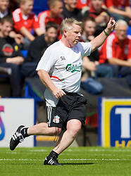 BIRKENHEAD, ENGLAND - Saturday, July 12, 2008: Liverpool's assistant manager Sammy Lee during his side's first pre-season match of the 2008/2009 season against Tranmere Rovers at Prenton Park. (Photo by David Rawcliffe/Propaganda)
