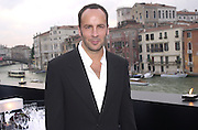 Tom Ford at dinner for Richard Serra hosted by Tom Ford. Guggenheim Museum. During the Biennale of Arts. Venice, Italy. 8 June 2001. © Copyright Photograph by Dafydd Jones 66 Stockwell Park Rd. London SW9 0DA Tel 020 7733 0108 www.dafjones.com