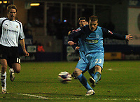 Photo: Tony Oudot/Sportsbeat Images.<br /> Luton Town v Southend United. Coca Cola League 1. 24/11/2007.<br /> Nick Bailey of Southend gets in a shot at goal