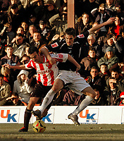 Photo: Leigh Quinnell.<br /> Brentford v Swansea City. Coca Cola League 1.<br /> 26/12/2005. Swanseas Samuel Ricketts battles with Brentfords Kevin O'Connor.