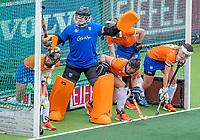 AMSTELVEEN - strafcorner, verdediging, keeper Diana Beemster (Bldaal) ,    tijdens de hoofdklasse competitiewedstrijd hockey dames, Amsterdam-Bloemendaal (8-0)  , COPYRIGHT KOEN SUYK