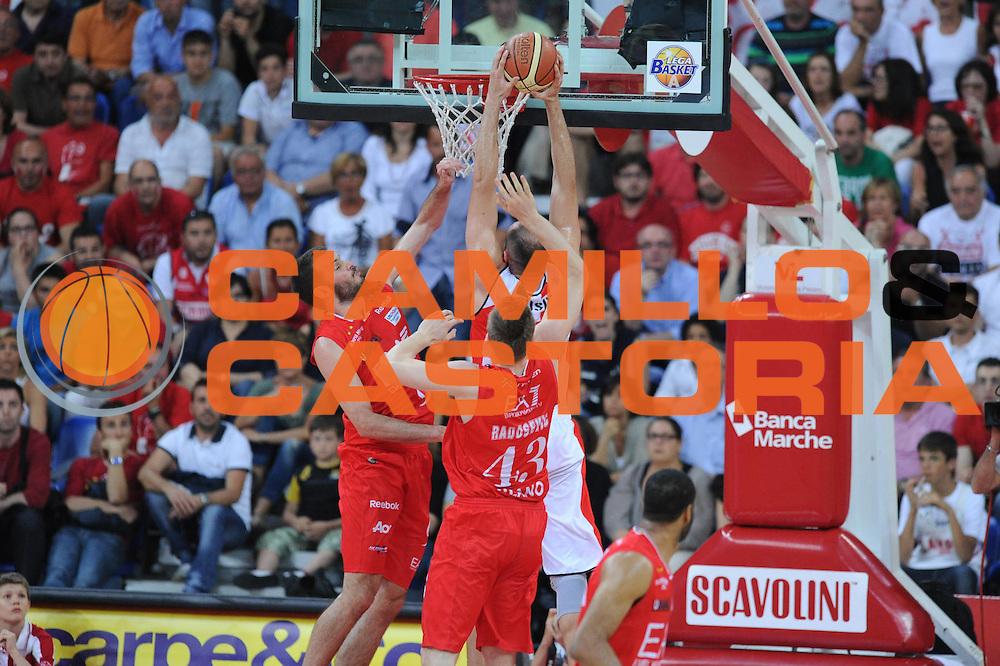 DESCRIZIONE : Pesaro  Lega A 2011-12 Scavolini Siviglia Pesaro EA7 Emporio Armani Milano  play off semifinale gara 3<br /> GIOCATORE : Marco Cusin <br /> CATEGORIA : schiacciata sequenza<br /> SQUADRA : Scavolini Siviglia Pesaro<br /> EVENTO : Campionato Lega A 2011-2012 Play off semifinale gara 3<br /> GARA : Scavolini Siviglia Pesaro  EA7 Emporio Armani Milano <br /> DATA : 02/06/2012<br /> SPORT : Pallacanestro <br /> AUTORE : Agenzia Ciamillo-Castoria/ GiulioCiamillo<br /> Galleria : Lega Basket A 2011-2012  <br /> Fotonotizia : Pesaro  Lega A 2011-12 Scavolini Siviglia Pesaro EA7 Emporio Armani Milano play off semifinale gara 3<br /> Predefinita :