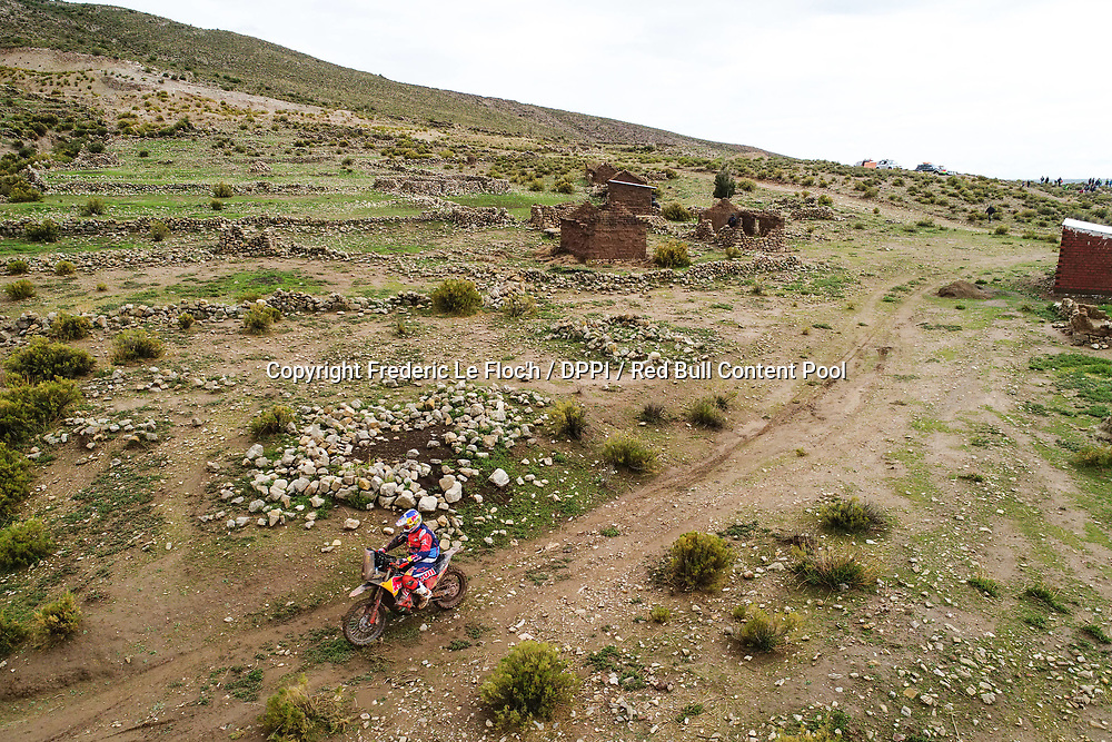 Toby Price on his KTM of the Red Bull KTM Factory Team navigating in the mountain during stage 7 of the Dakar Rally, between La Paz and Uyuni, Bolivia, on January 13, 2018. // Frederic Le Floc'h / DPPI / Red Bull Content Pool  // P-20180114-00048 // Usage for editorial use only // Please go to www.redbullcontentpool.com for further information. //