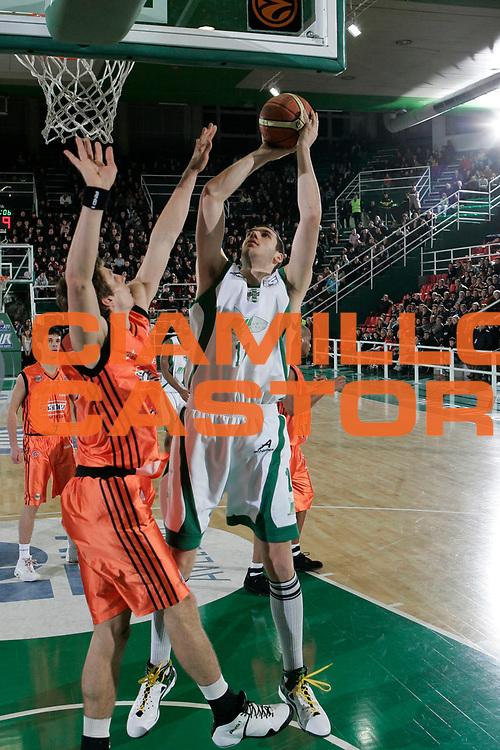 DESCRIZIONE : Avellino Lega A1 2008-09 Air Avellino Snaidero Udine<br /> GIOCATORE : Andrea Crosariol<br /> SQUADRA : Air Avellino<br /> EVENTO : Campionato Lega A1 2008-2009<br /> GARA : Air Avellino Snaidero Udine<br /> DATA : 21/12/2008<br /> CATEGORIA : tiro<br /> SPORT : Pallacanestro<br /> AUTORE : Agenzia Ciamillo-Castoria/A.De Lise<br /> Galleria : Lega Basket A1 2008-2009<br /> Fotonotizia : Avellino Campionato Italiano Lega A1 2008-2009 Air Avellino Snaidero Udine<br /> Predefinita :