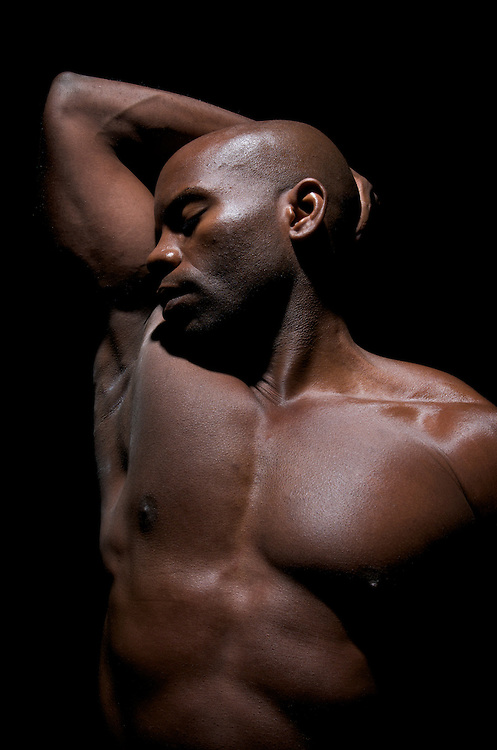 Young african american bodybuilder relaxes and concentrate before starting his excersite routine.