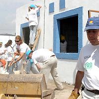 """Pachuca, Hgo.- Emilio Azcarraga Jaen, presidente de Televisa, durante la entrega de llaves de 300 casas del programa """"Alianzas que Contruyen"""" en la comunidad del Huixmi. Agencia MVT / J. Jorge Sanchez. (DIGITAL)<br /> <br /> NO ARCHIVAR - NO ARCHIVE"""