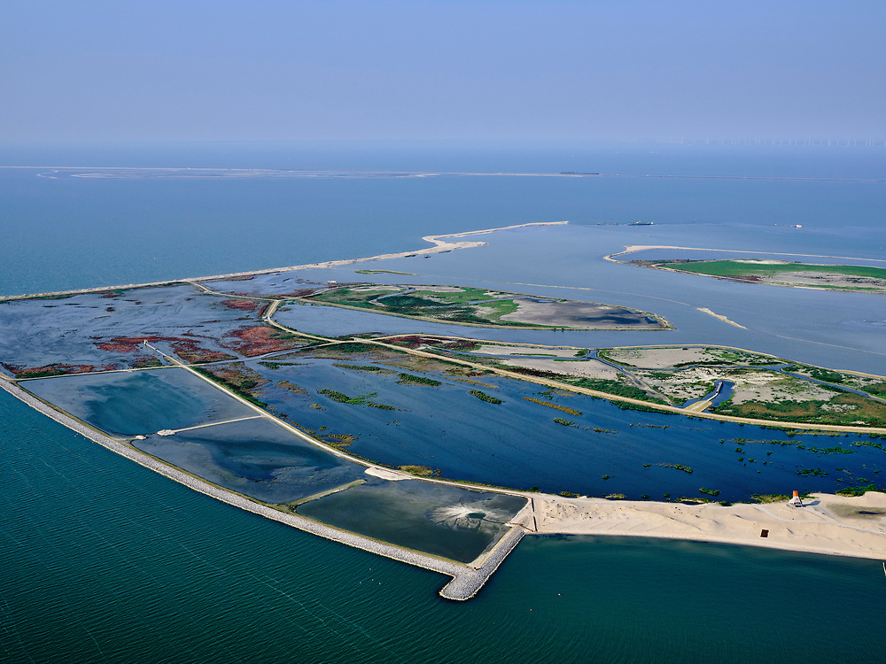 Nederland, Flevoland, Markermeer, 26-08-2019; Marker Wadden in het Markermeer. Westelijk deel van de archiprl, Trintelzand in de achtergrond. Doel van het project van Natuurmonumenten en Rijkswaterstaat is natuurherstel, met name verbetering van de ecologie in het gebied, in het bijzonder de kwaliteit van bodem en water<br /> Naast het hoofdeiland is er inmiddels een tweede eiland in wording, de uiteindelijk Marker Wadden archipel zal uit vijf eilanden bestaan. <br /> Marker Wadden, artifial islands. The aim of the project is to restore the ecology in the area, in particular the quality of soil and water.<br /> The first phase of the construction, the main island, is finished. <br /> <br /> luchtfoto (toeslag op standard tarieven);<br /> aerial photo (additional fee required);<br /> copyright foto/photo Siebe Swart