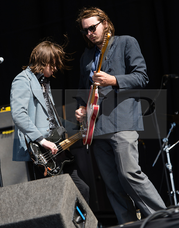 """© Licensed to London News Pictures. 28/08/2015. Reading Festival, UK. Palma Violets performing at Reading Festival on Day 1 of the festival.  In this picture - Alexander """"Chilli"""" Jesson (left) ,Samuel Thomas Fryer, (right) Photo credit: Richard Isaac/LNP"""