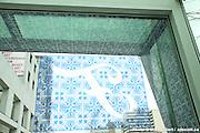 L'Ordre des architectes du Québec remet officiellement les Prix d'excellence en architecture décernés conjointement à la firme Daoust Lestage inc. architecture design urbain ainsi qu'à la Ville de Montréal pour la réalisation de la Place des Festivals et des Vitrines habitées. à  F Bar / Montreal / Canada / 2011-11-16, © Photo Marc Gibert / adecom.ca
