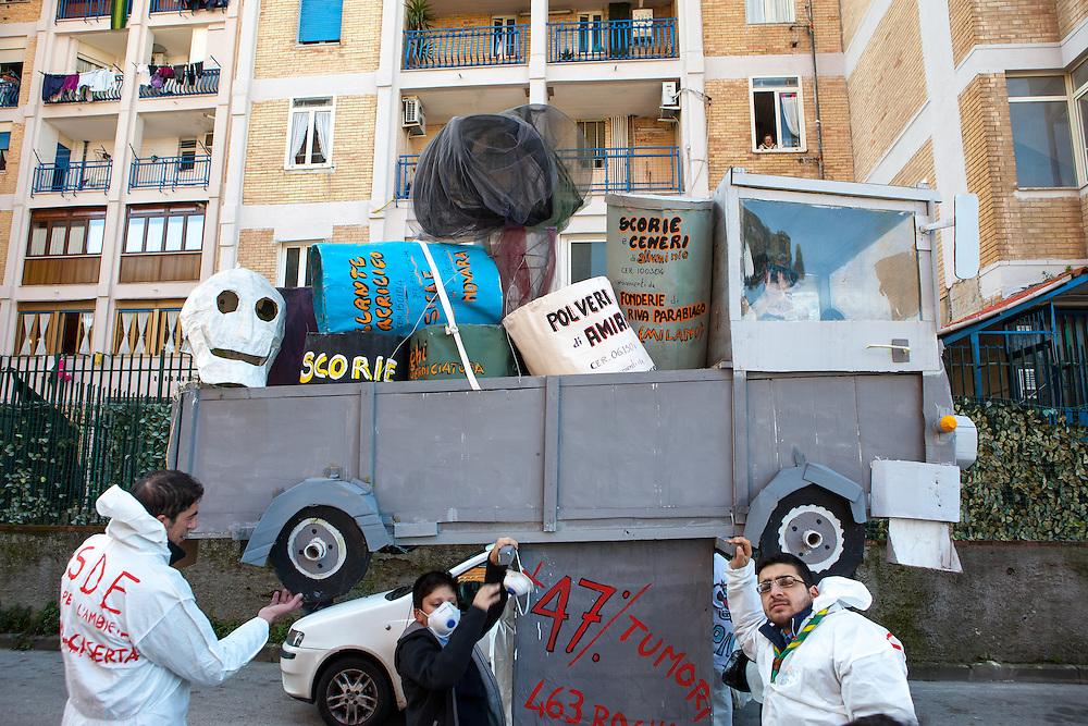 ITALY - Italien - Karneval in Scampia/Neapel - Seit 30 Jahren findet jährlich ein Karnevalsumzug in dem Stadtteil Scampia statt; ein Viertel geprägt von Drogen, Gewalt und Camorra, aber auch ein ganz normales Viertel, voller Lust auf ein besseres Leben;  Carneval in Scampia/Naples; 10.02.2013