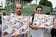 Roma, 19 Settembre  2014<br /> Manifestazione  contro  ISIS ( Stato Islamico).<br /> Uno striscione con la scritta: &quot;ISIS non &egrave; Islam&quot; esposto da un gruppo di italiani ed immigrati davanti alla Moschea Grande  di Roma, durante la preghiera del Venerdi.Manifestanti  con i disegni di artisti siriani contro ISIS.<br /> Rome, 19 September 2014 <br /> Demonstration against ISIS (Islamic State). <br /> A banner with the inscription: &quot;ISIS is not Islam&quot; exhibited by a group of Italian and immigrants  in front of the Grand Mosque of Rome, during prayers on Friday.Demonstrators with the designs of Syrian artists against ISIS