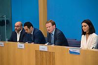 DEU, Deutschland, Germany, Berlin, 16.04.2018: V.l.n.r. Omid Nouripour (MdB, Bündnis 90/Die Grünen), Bijan Djir-Sarai (MdB, FDP), Frank Schwabe (MdB, SPD), Nazanin Boniadi, iranischstämmige Schauspielerin (Homeland) und Menschenrechtsaktivistin, in der Bundespressekonferenz zum Thema: Vor dem 12.-Mai-Stichtag zum Iran-Abkommen: Sorge um Menschenrechte im Schatten der politischen Konfrontation.