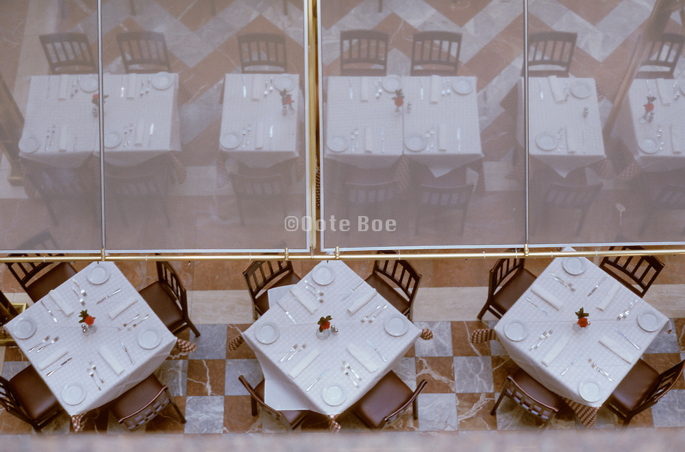 Overview of empty set tables in a restaurant