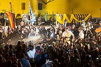 FIESTA NACIONAL DE LA CERVEZA OKTOBERFEST, EL ESPICHE POR PRIMERA VEZ EN NOCTURNA, VILLA GENERAL BELGRANO, VALLE DE CALAMUCHITA, PROVINCIA DE CORDOBA, ARGENTINA