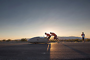 Het Human Power Team Delft en Amsterdam test op een stuk weg de VeloX3. In Battle Mountain (Nevada) wordt ieder jaar de World Human Powered Speed Challenge gehouden. Tijdens deze wedstrijd wordt geprobeerd zo hard mogelijk te fietsen op pure menskracht. Ze halen snelheden tot 133 km/h. De deelnemers bestaan zowel uit teams van universiteiten als uit hobbyisten. Met de gestroomlijnde fietsen willen ze laten zien wat mogelijk is met menskracht. De speciale ligfietsen kunnen gezien worden als de Formule 1 van het fietsen. De kennis die wordt opgedaan wordt ook gebruikt om duurzaam vervoer verder te ontwikkelen.<br /> <br /> The Human Power Team Delft and Amsterdam tests the VeloX3 at a track near Battle Mountain. In Battle Mountain (Nevada) each year the World Human Powered Speed ??Challenge is held. During this race they try to ride on pure manpower as hard as possible. Speeds up to 133 km/h are reached. The participants consist of both teams from universities and from hobbyists. With the sleek bikes they want to show what is possible with human power. The special recumbent bicycles can be seen as the Formula 1 of the bicycle. The knowledge gained is also used to develop sustainable transport.
