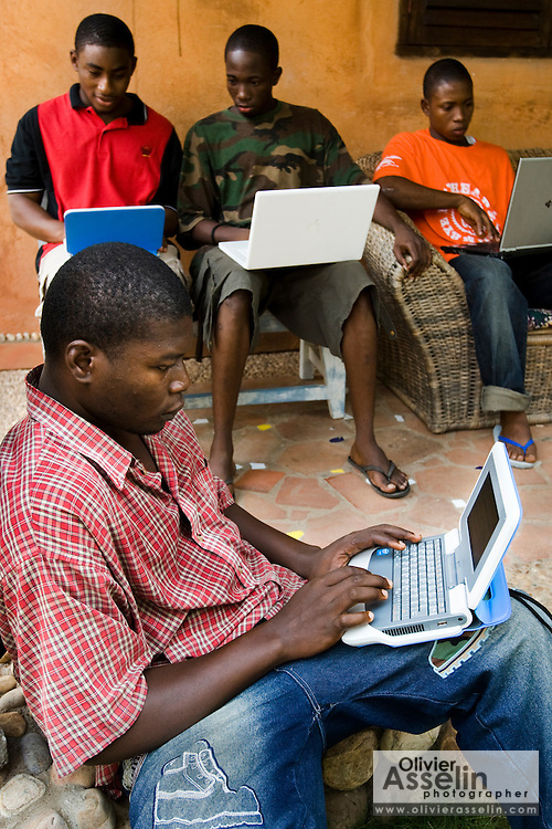 Students use laptops to browse the internet over a wireless network at the Kokrobitey Institute in the town of Kokrobitey, 30km west of Ghana's capital Accra on Sunday January 18, 2009. Clockwise from bottom, Oti Dodoo, Reuben Sekpona, Kenful Agbemenya, Abass Aryee.