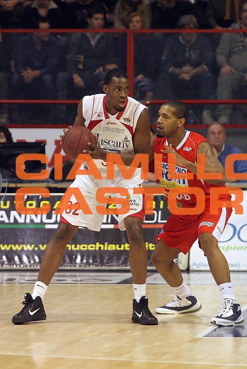 DESCRIZIONE : Pistoia Lega A2 2010-11 Tuscany Pistoia MarcoPoloShop.it Forl&igrave;<br /> GIOCATORE : Varnado Jarvis Lamar <br /> SQUADRA : Tuscany Pistoia<br /> EVENTO : Campionato Lega A2 2010-2011<br /> GARA : Tuscany Pistoia MarcoPoloShop.it Forl&igrave;<br /> DATA : 19/12/2010<br /> CATEGORIA : Palleggio<br /> SPORT : Pallacanestro<br /> AUTORE : Agenzia Ciamillo-Castoria/Stefano D'Errico<br /> Galleria : Lega Basket A2 2010-2011 <br /> Fotonotizia : Pistoia Lega A2 2010-2011 Tuscany Pistoia MarcoPoloShop.it Forl&igrave;<br /> Predefinita :