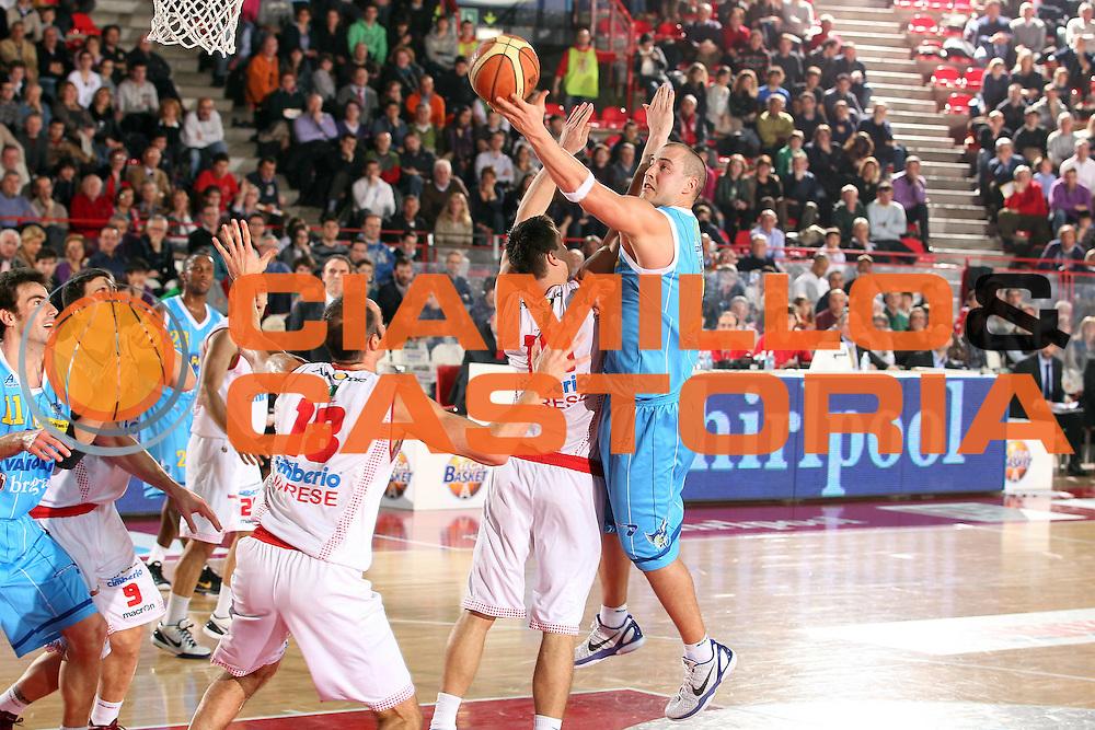 DESCRIZIONE : Varese Lega A 2010-11 Cimberio Varese Vanoli Braga Cremona<br /> GIOCATORE : Marko Milic<br /> SQUADRA : Vanoli Braga Cremona<br /> EVENTO : Campionato Lega A 2010-2011<br /> GARA : Cimberio Varese Vanoli Braga Cremona<br /> DATA : 06/03/2011<br /> CATEGORIA : Tiro Penetrazione<br /> SPORT : Pallacanestro<br /> AUTORE : Agenzia Ciamillo-Castoria/G.Cottini<br /> Galleria : Lega Basket A 2010-2011<br /> Fotonotizia : Varese Lega A 2010-11 Cimberio Varese Vanoli Braga Cremona<br /> Predefinita :