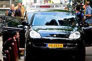 eigen AMSTERDAM - Samuel L. Jackson Samuel l Jackson in actie op de grachten van amsterdam .  Amsterdammers die per ongeluk de set van The Hitman's Bodyguard binnen fietsten kregen deze week de schrik van hun leven copyright robin utrecht