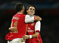 Fotball<br /> 19.09.2007<br /> Foto: Witters/Digitalsport<br /> NORWAY ONLY<br /> <br /> Jubel 1:0 v.l. Robin van Persie, Torschuetze Cesc Fabregas Arsenal<br /> <br /> Champions League FC Arsenal London - FC Sevilla 3:0