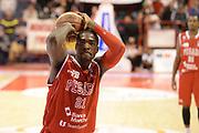 DESCRIZIONE : Pistoia Lega serie A 2013/14 Giorgio Tesi Group Pistoia Victoria Libertas Pesaro<br /> GIOCATORE : Turner Elston<br /> CATEGORIA : tiro libero<br /> SQUADRA : Victoria Libertas Pesaro <br /> EVENTO : Campionato Lega Serie A 2013-2014<br /> GARA : Giorgio Tesi Group Pistoia Victoria Libertas Pesaro<br /> DATA : 24/11/2013<br /> SPORT : Pallacanestro<br /> AUTORE : Agenzia Ciamillo-Castoria/GiulioCiamillo<br /> Galleria : Lega Seria A 2013-2014<br /> Fotonotizia : Pistoia Lega serie A 2013/14 Giorgio Tesi Group Pistoia Victoria Libertas Pesaro<br /> Predefinita :