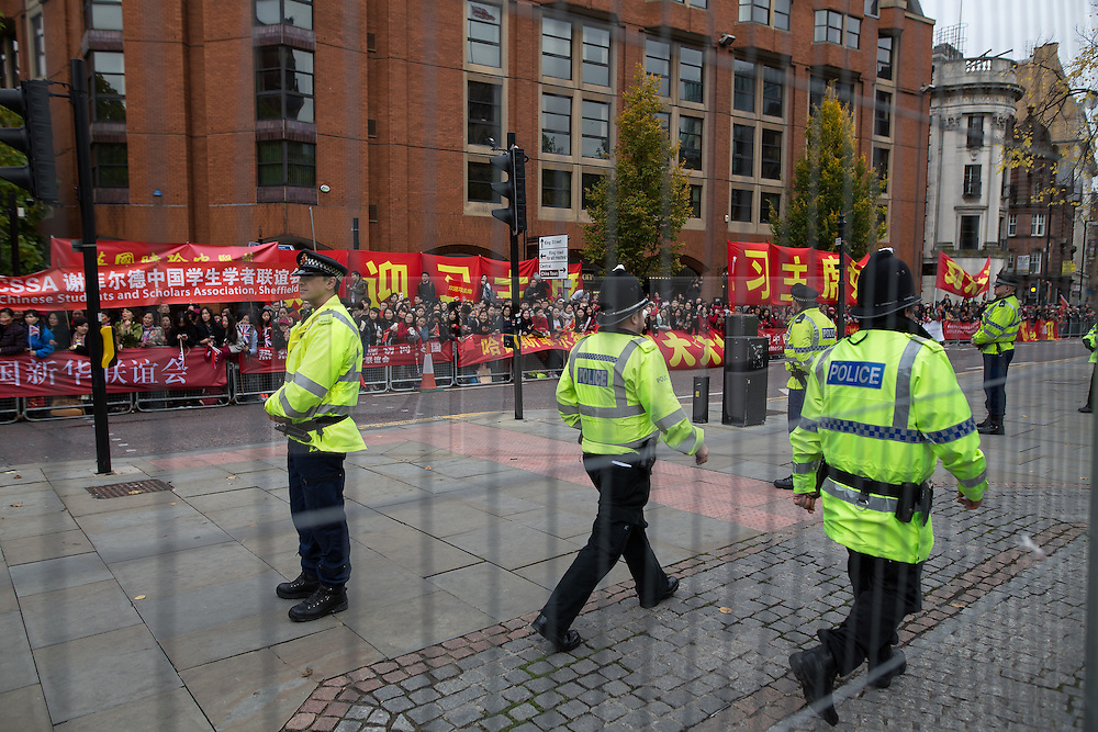 © Licensed to London News Pictures . 23/10/2015 . Manchester , UK . A large police presence marshals crowds in Albert Square outside Manchester Town Hall waiting for Chinese president , Xi Jinping , who is visiting Manchester as part of his state visit to the United Kingdom . Photo credit: Joel Goodman/LNP