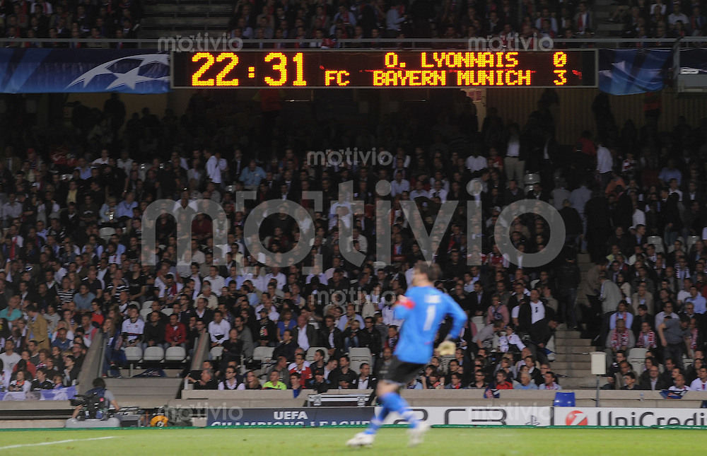FUSSBALL  International  Champions League  Halbfinal -Rueckspiel SAISON 09/10 Olympique Lyon - FC Bayern  Muenchen      27.04.2010 Anzeigentafel zeigt den Endstand von 3-0 für den FC Bayern