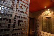 """Das Karel Gott Gallery Restaurant in der Spalena Straße im Zentrum von Prag. Im  Innenbereich des Restaurants befindet sich eine Ausstellung mit Bildern von Karel Gott. Die Damentoilette mit gefliesten """"G"""" für Gott.<br /> <br /> The Karel Gott Gallery Restaurant in  Pragues city centre. The women bathroom with tiles in form of a """"G"""" for """"God""""."""