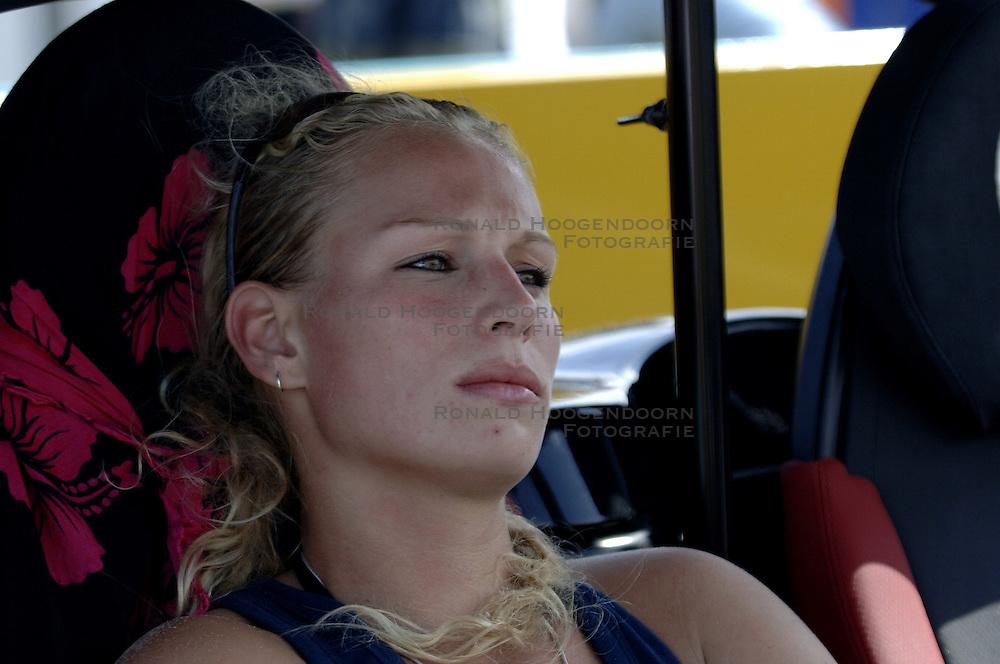 20-08-2006 VOLLEYBAL: NK BEACHVOLLEYBAL: SCHEVENINGEN<br /> Sanne Keizer<br /> ©2006-WWW.FOTOHOOGENDOORN.NL