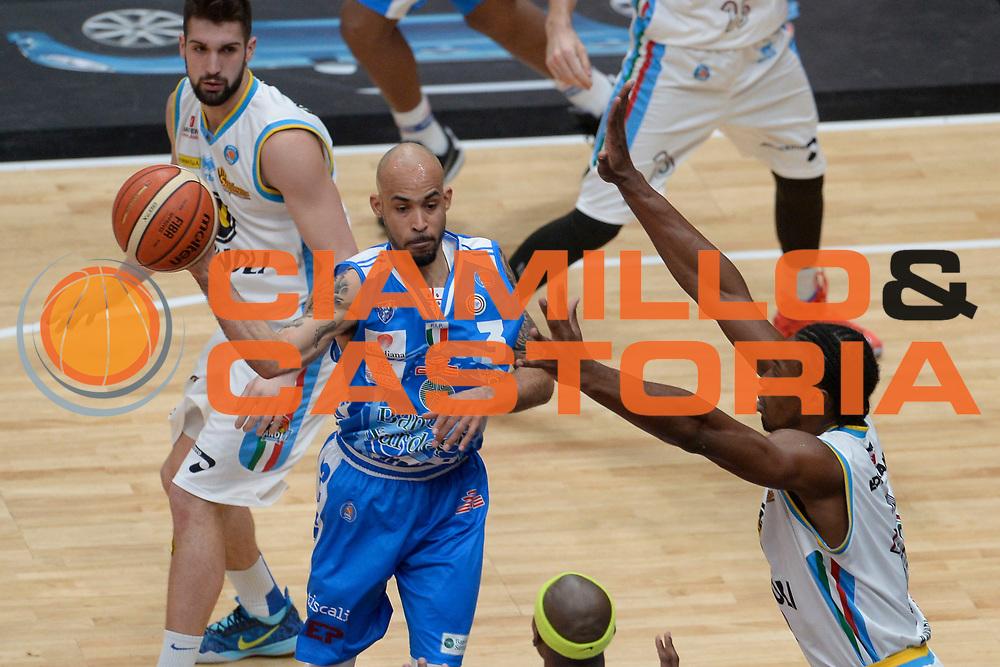 DESCRIZIONE : Milano BEKO Final Eigth  2016<br /> Vanoli Cremona - Dinamo Banco di Sardegna Sassari<br /> GIOCATORE : David Logan<br /> CATEGORIA : Passaggio<br /> SQUADRA : Dinamo Banco di Sardegna Sassari<br /> EVENTO : BEKO Final Eight 2016<br /> GARA : Vanoli Cremona - Dinamo Banco di Sardegna Sassari<br /> DATA : 19/02/2016<br /> SPORT : Pallacanestro<br /> AUTORE : Agenzia Ciamillo-Castoria/D.Matera<br /> Galleria : Lega Basket A 2016<br /> Fotonotizia : Milano Final Eight  2015-16 Vanoli Cremona - Dinamo Banco di Sardegna Sassari<br /> Predefinita :