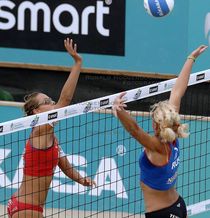 26-08-2006: VOLLEYBAL: NESTEA EUROPEAN CHAMPIONSHIP BEACHVOLLEYBALL: SCHEVENINGEN<br /> Merel Mooren wint de zilveren medaille<br /> &copy;2006-WWW.FOTOHOOGENDOORN.NL