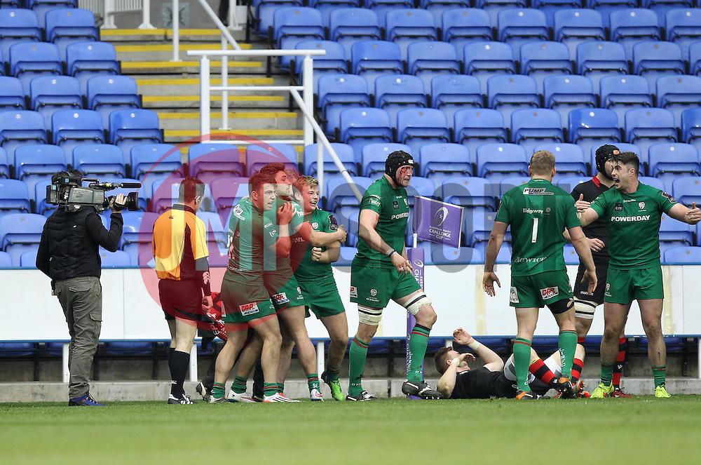 London Irish's Scott Steele celebrates scoring a try with his teammates - Photo mandatory by-line: Robbie Stephenson/JMP - Mobile: 07966 386802 - 05/04/2015 - SPORT - Rugby - Reading - Madejski Stadium - London Irish v Edinburgh Rugby - European Rugby Challenge Cup