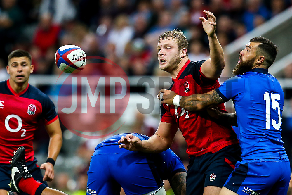 Joe Launchbury of England takes on Jayden Hayward of Italy - Mandatory by-line: Robbie Stephenson/JMP - 06/09/2019 - RUGBY - St James's Park - Newcastle, England - England v Italy - Quilter Internationals