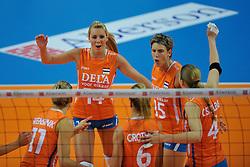 30-10-2011 VOLLEYBAL: NEDERLAND - BELGIE: ZWOLLE <br /> Nederland wint de tweede oefenwedstrijd met 3-2 van Belgie / (L-R) Laura Dijkema, Ingrid Visser<br /> ©2011-WWW.FOTOHOOGENDOORN.NL